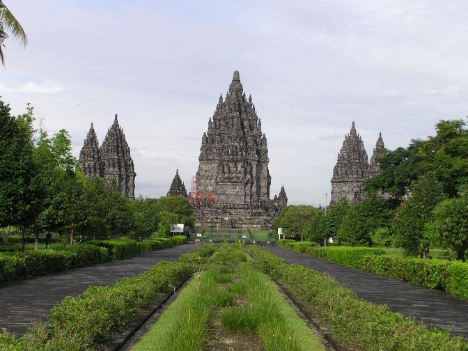 Gate_to_Prambanan_complex