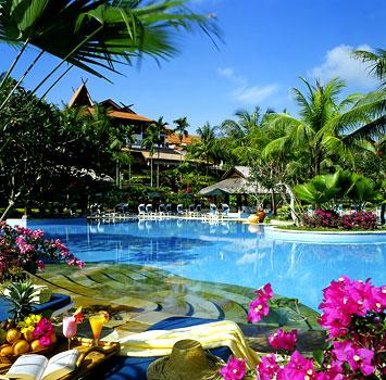 http://anugerahtt.files.wordpress.com/2009/06/bintan-lagoon-pool-view1.jpg
