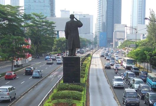 jalan dan patung sudirman