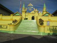 800px-Masjid_sultan_Riau_Penyengat